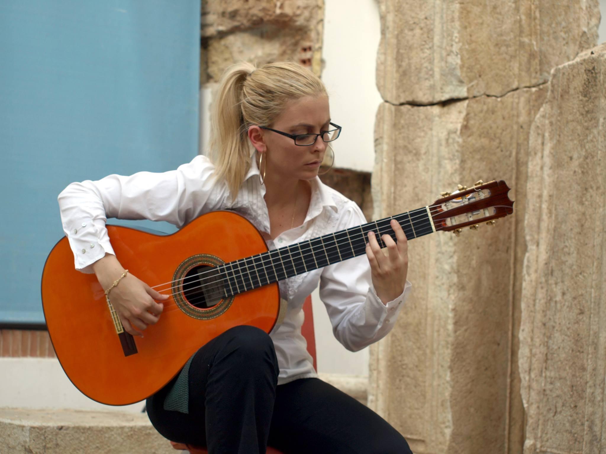 Davinia Ballesteros   Guitarrista flamenca